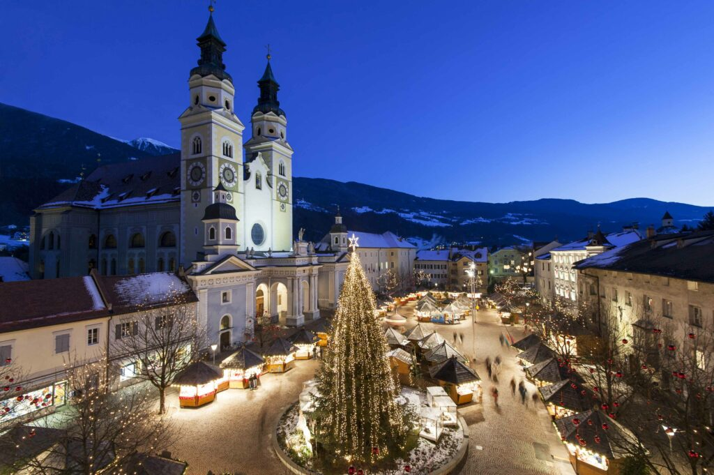 Mercatino di Natale intorno al Duomo di Bressanone