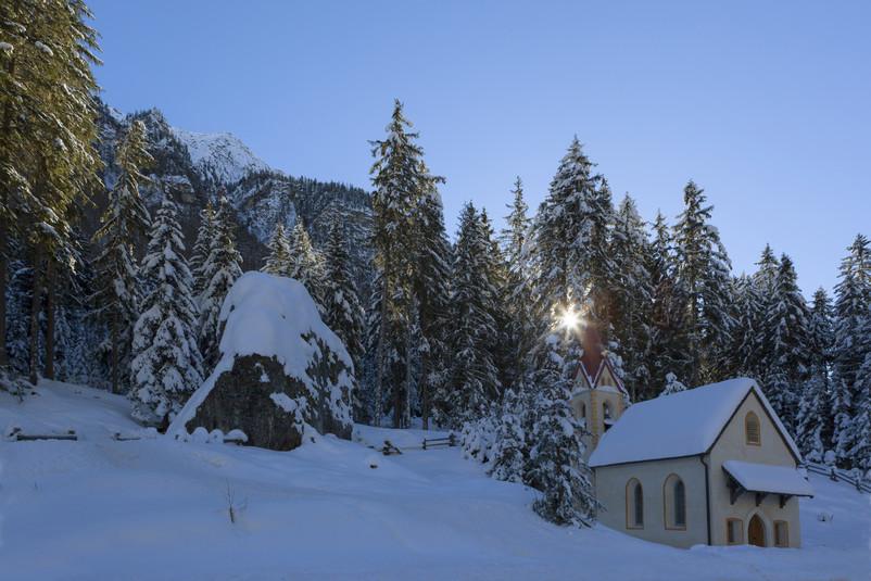 Chiesetta in val Venosta inverno
