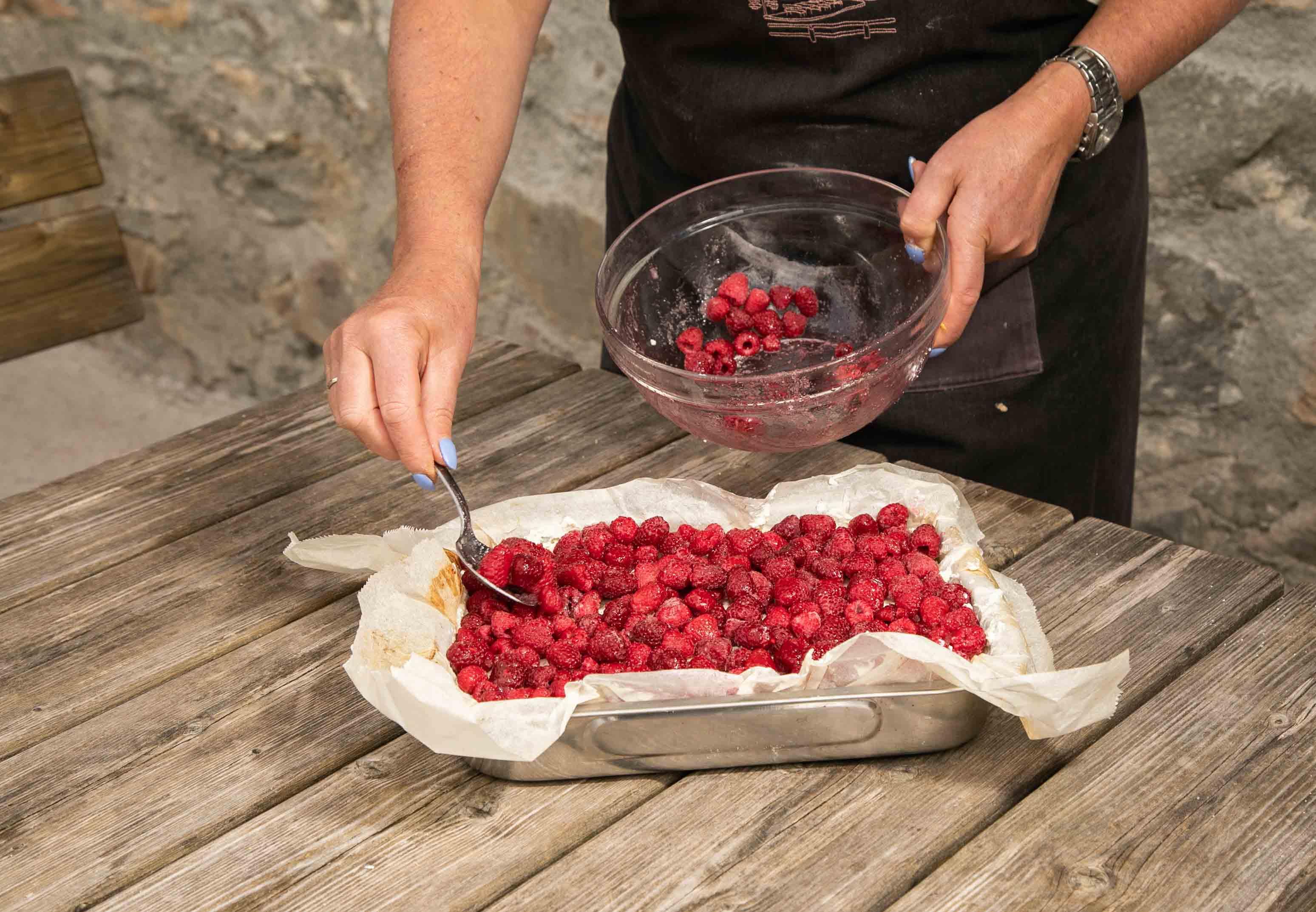preparazione torta ai lamponi