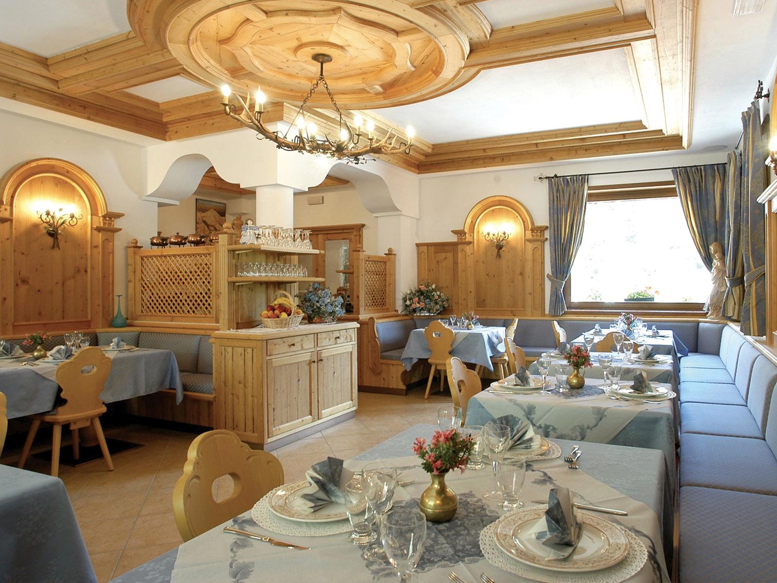 Sala da pranzo Rifugio Passo Staulanza in Val di Zoldo