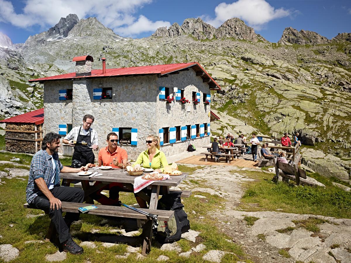 Rifugio Segantini in Val Rendena