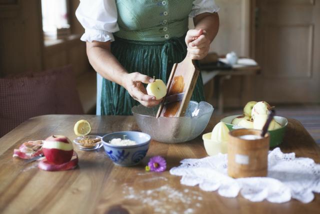 Preparazione strudel di mele